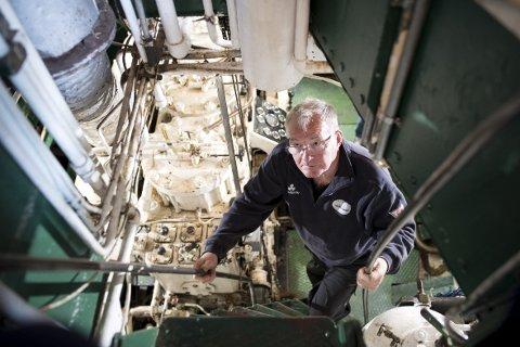 – Jeg har en slags trang til å reparere ting, sier Kåre Kvalvik fra Stord. I 20 år har han jobbet som frivillig maskinist på MS «Granvin». ALLE FOTO: SKJALG EKELAND