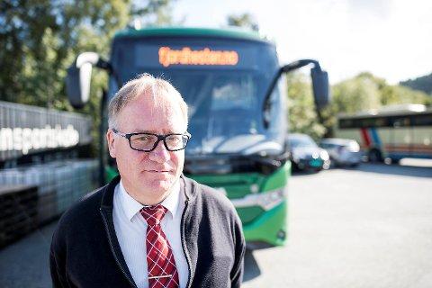 INGEN HÅP: Tom Halland Kristiansen i Fjordhesten Turbuss avsluttar det han kallar ei fantastisk reise. – Med korona var det uunngåeleg. Ein må gjere det ein må gjere, seier han.
