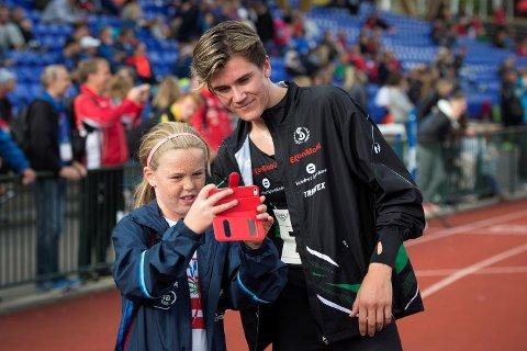 Jakob Ingebrigtsen er brennhet, og vil trolig være med i et U23-EM i Bergen. Hvis det arrangeres ... Her på Fana Stadion ved en tidligere anledning.
