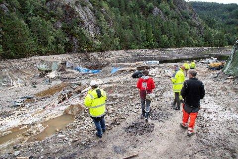 Representanter fra Bergen Vann, Nve, Bymiljøetaten,  Multiconsult og entreprenøren Donar var på befaring tirsdag. Dette bildet er fra forrige uke.
