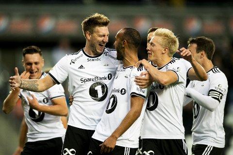 Rosenborgs Issam Jebali scoret 1-0-målet på Lerkendal mot Shkendija. Her jubler han sammen med (fv) Rosenborgs Jonathan Levi, Nicklas Bendtner, Birger Meling i Europaleague kvalifisering.  Foto: Ole Martin Wold / NTB scanpix