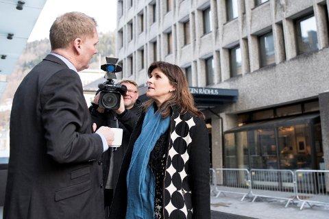 Varaordfører Marita Moltu varslet torsdag at hun melder overgang til partiet De Kristne. Med seg har hun bystyrerepresentant Elisabeth Leirgul. Det betyr at byrådsleder Harald Schjelderup (t.v) og byrådet er enda lenger fra politisk flertall.