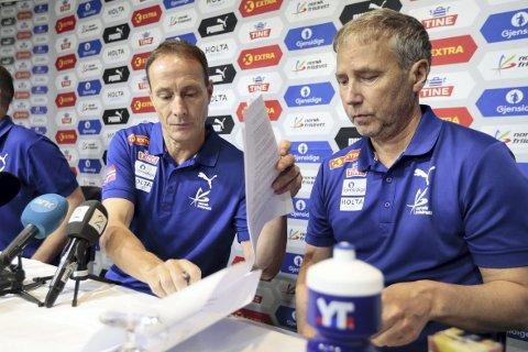 Mandag ble ble Erlend Slokvik (t.v.) presentert som ny toppidrettssjef i friidrettsforbundet. Til høyre generalsekretær i friidrettsforbundet, Kjetil Hildeskor.