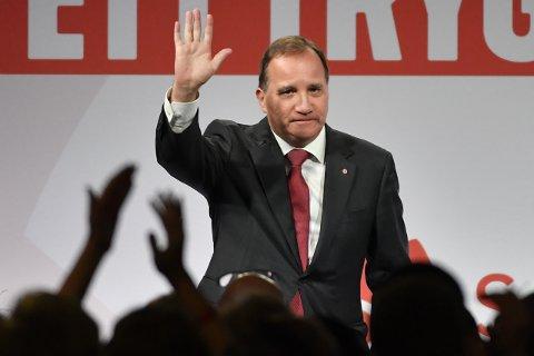 Statsminister Stefan Löfven avviste blankt kravene om å gå av som statsminister da han gikk på talerstolen under Socialdemokraternas valgvake like over midnatt. Hans parti er ennå landets største og ligger an til å få en oppslutning på 28,4 prosent.