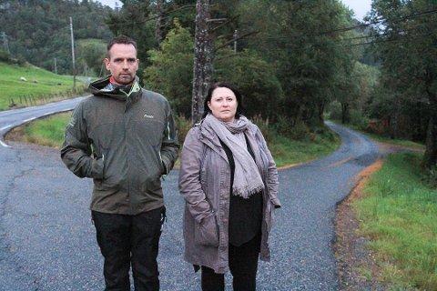 Foreldre i Dalemarka raser over at ungene deres ikke får gratis skoleskyss hele året. Andre Pletten og Mona Larsen mener det bare er flaks at det enda ikke har skjedd en alvorlig ulykke med noen av skoleelevene.