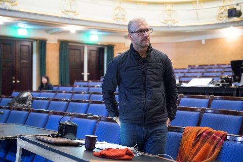 Stefan Larsson gleder og gruer seg til å begynne som teatersjef på DNS. Han skal pendle fra Stockholm.