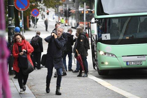 Her ser du byutviklingsbyråd Anne Elisa Tryti  (Ap). Hun har busset rundt i Bergen i hele dag, men ble ikke rammet av aksjonistene.