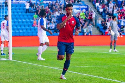 Joshua King jubler for sin 1-0-scoring under landskampen mellom Norge og Panama (1-0) på Ullevaal Stadion. Foto: Fredrik Hagen / NTB scanpix