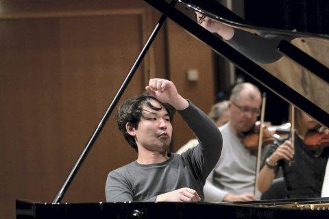 Dette bildet av Ryoma Takagi, som vant Edvard Grieg Internasjonale Pianokonkurranse, er fra øvingen søndag formiddag.