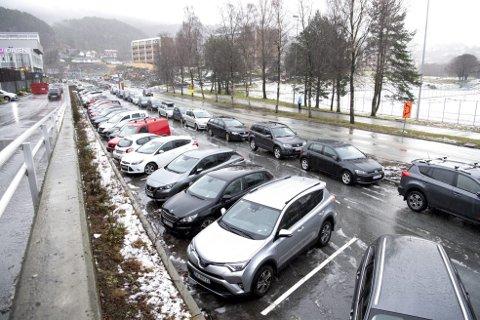Innfartsparkeringen ved Oasen har vært tilnærmet fullt utnyttet de siste to årene.