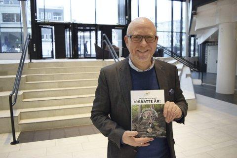 Steinar B. Christensen ville dokumentere noe av historien til Stoltzen mellom to permer. Derfor kontaktet han selv Varegg i forkant av 40-års jubileet i fjor. Boken er nå tilgjengelig hos byens bokhandlere.