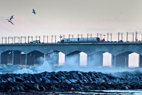 Tog på Storebæltsbroen etter ulykken onsdag.
