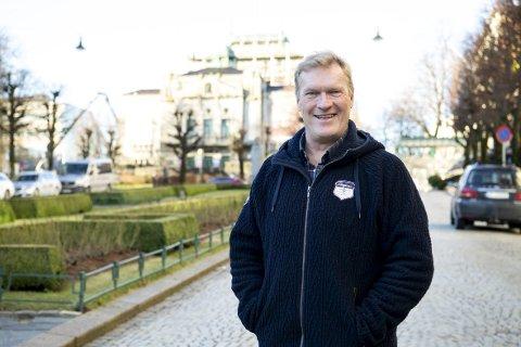 Sven Nordin er glad i å stå på scenen i Bergen. Folk liker å gå ut og ha det gøy, samtidig som de gir lyd fra seg. Det er jo veldig gøy når man holder på med komedie, forteller Nordin.
