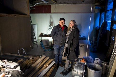Lampemannen bar: Flemming Christensen og konen Vibeke Iversen åpner bar i Strandgaten før februar blir mars. – Jeg håper vi kan begynne med innredningen om rundt to uker, sier Christensen. Foto: Emil Weatherhead Breistein