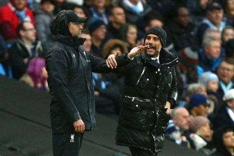 Manchester City-manager Pep Guardiola har en dårlig statistikk mot Jürgen Klopp og Liverpool. (AP Photo/Dave Thompson)
