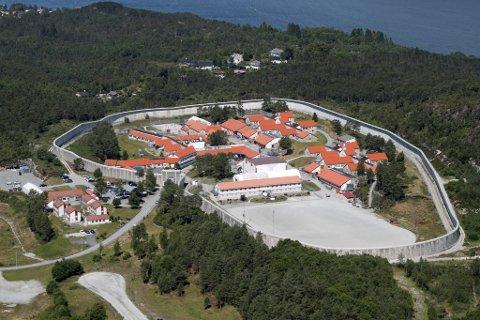 Både fagforening og ledelsen i Bergen fengsel er bekymret for etatens økonomiske situasjon. (Arkiv)