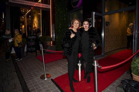 Flere kjendiser dukket opp på rød løper utenfor Ole Bull Huset, og premieren på Bjarte Hjelmeland sitt nye show «Ja!» onsdag kveld. Trude Drevland og Lilli Bendriss har vennindekveld, og Bendriss har tatt turen til Bergen ens ærend for å få med seg showet.