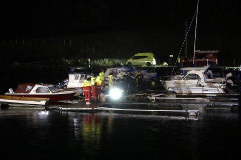 Ifølge personen som ringte politiet, var det tilsynelatende en person i sjøen ved båthavnen.
