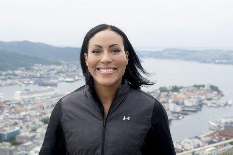 Cecilia Brækhus har inngått avtale med promotorselskapet Matchroom, og hennes neste kamper skal sendes på strømmetjenesten DAZN.
