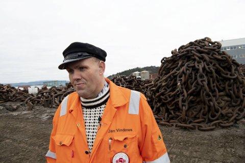 Jan Vindenes, bedre kjent som Kjetting-Jan, driver Sotra Anchor & Chain AS. Nå vil han investere i Nest-Sotra for å unngå at klubben går konkurs.