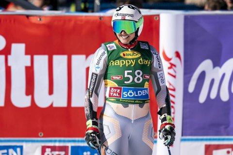 Maria Tviberg kunne glise bredt etter at hun kom i mål etter 2.- omgangen i storslalåm i Sölden lørdag. Åsane-jenten leverte raskeste tid av samtlige og kjørte seg opp 20 plasser! – Denne dagen viser virkelig at hardt arbeid lønner seg, sier den skadeplagede alpinisten. Foto: Tore Meek/NTB Scanpix