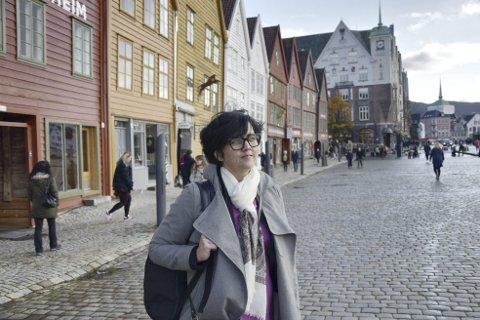 Markerer: Verdensarvkoordinator Hege Bakke-Alisøy markerer denne helgen          at Bryggen har vært på Unescos verdensarvliste i 40 år.Foto: emil Breistein