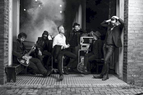Janove: Om ett år, i oktober 2020, tar han med både band og ny plate på sin «Det Svarte Karneval»-turne, som smeller i gang i Bergen. Det blir muligens en og annen smakebit i Håkonshallen fredag. Foto: Arne Bru Haug