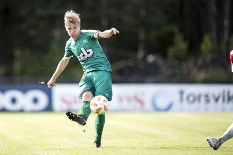 Bjarte Haugsdal (29) spilte sin 170. kamp for Nest-Sotra i 2-0-seieren borte mot Strømmen søndag. Det var den opprykksjagende klubbens tredje strake seier. I tillegg til å være kaptein på banen, jobber Haugsdal som markedssjef for nyopprettede Øygarden FK. Arkivfoto: Skjalg Ekeland