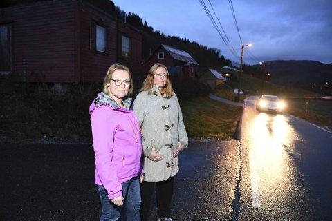 Britt Borge og Renate Bjørsvik fikk en skikkelig dårlig start med skoleskyssen fra Norgestaxi. Nå har det gått seg litt til.