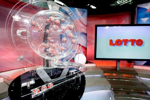 HAMAR  20161028. Lotto, Norsk Tipping. Denne maskinen foretar Lotto-trekning hos Fabelaktiv AS på Hamar .  Foto: Gorm Kallestad / NTB scanpix