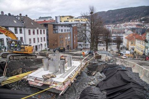 Gravingen i Bergen er det mye av, men rørene som ble lagt ned til bossnettet på Nygårdstangen kunne stått ubrukt i et tiår.