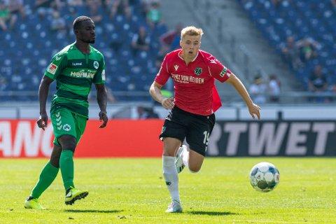 Emil Hansson (t.h.) og Hannover har ennå til gode å vinne på hjemmebane denne sesongen.
