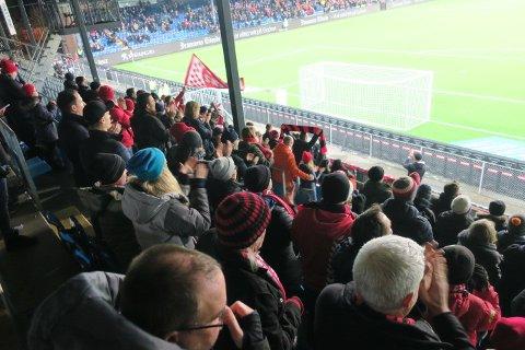 Et par hundre Brann-fans på Marienlyst. (Foto: Alexander Osdal)