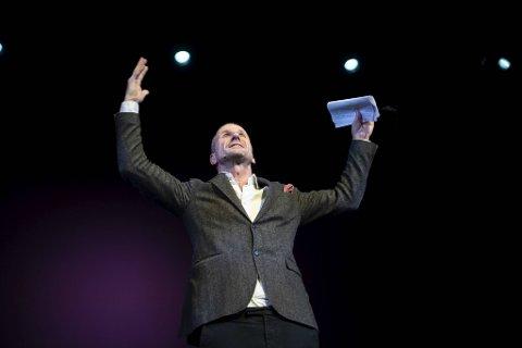Stefan Larsson laget nærmest halleluja-stemning i salen da han presenterte neste vårs teaterprogram.