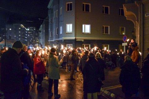 Fakkeltog på Møhlenpris til minne om jødene som ble arrestert av norsk politi, deportert til Tyskland, og drept.