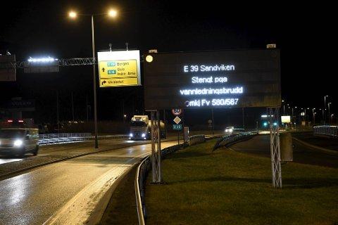 E39 er stengt i Sandviken i retning Bergen, og det er ventet kaos på veiene i morgentimene onsdag.