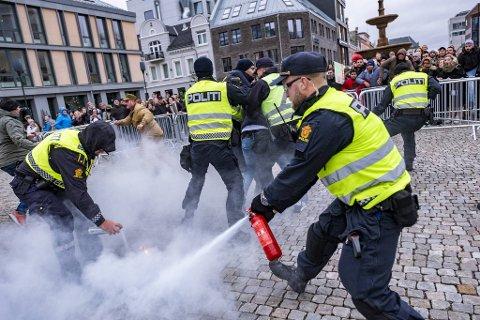 Politiet i Kristiansand grep inn da noen forsøkte å brenne koranen.