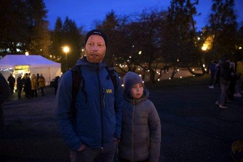 David Hammersland og sønnen Adrian Sakse Haugsland (11) havnet tilfeldigvis i Nygårdsparken, og kjente dette var rett sted å være.