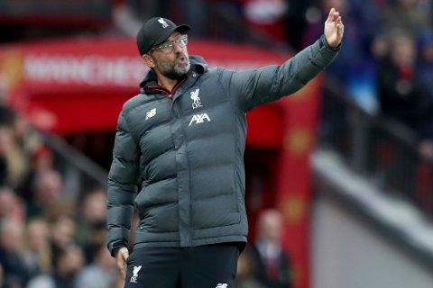 Jürgen Klopp har flere tøffe valg før tirsdagens kamp. Han kan komme til å benke Jordan Henderson for å ha ham klar til søndagens viktige kamp i Premier League mot Manchester City.