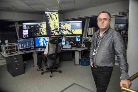 Trafikksentralsjef Arnt Runar Sævrøy ved Fedje sjøtrafikksentral forteller om et hektisk år etter ulykken 8. november i fjor.