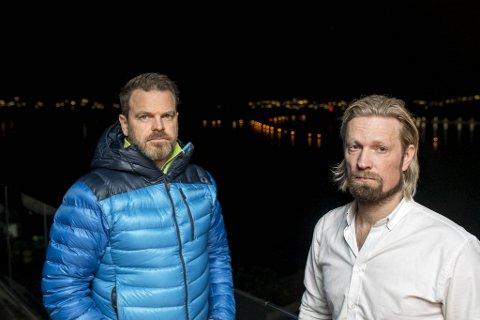 Stein Arild Strandenes og Vidar Bersaas bor på Bjørge og ser rett ned på lyset fra lenken i fjorden ved Haakonsvern.