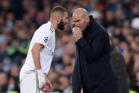 Real Madrid-manager Zinedine Zidane velger å hvile flere av stjernespillerne, men Karim Benzema er en av spillerne han har tatt med seg til Belgia. Benzema starter trolig ikke kampen.  (AP Photo/Manu Fernandez)