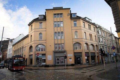 Daniel Mekki etablerte i 2016 Eldoradogården AS og skaffet siden 27 millioner i egenkapital fra en rekke investorer. Så ble selskapet som eier Olav Kyrres gate 28 kjøpt (Eldoradogården Utvikling AS). Prisen lød på 88,5 millioner kroner, ifølge Estate Nyheter.