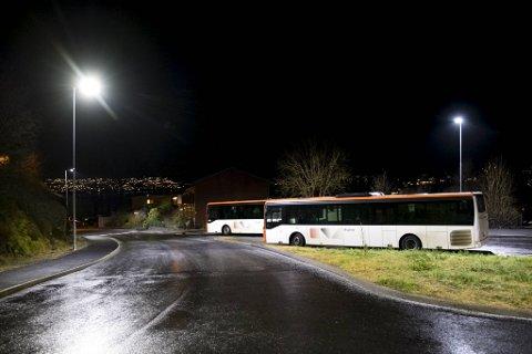 I Lønborglien ble flere busser stående i påvente av strøing.