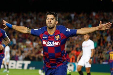 Luis Suarez scoret tre av Barcelonas mål da de slo Real Madrid 5-1 i forrige sesongs El Clasico på Camp Nou.  (AP Photo/Joan Monfort)