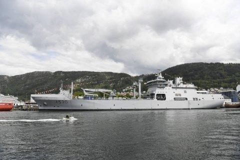Forsvarets nye skip er ilagt seilingsforbud etter at det er avdekket flere avvik.