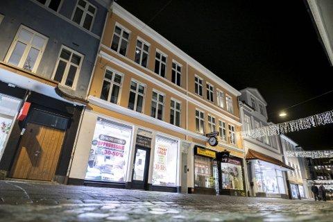 Strandgaten 72–74 er en av eiendommene i porteføljen til Inventa Finans-konsernet. Investorer som bidro til finansieringen mener Daniel Mekki og Inventa tilbakeholdt vesentlig informasjon da de foretok sine investeringer.
