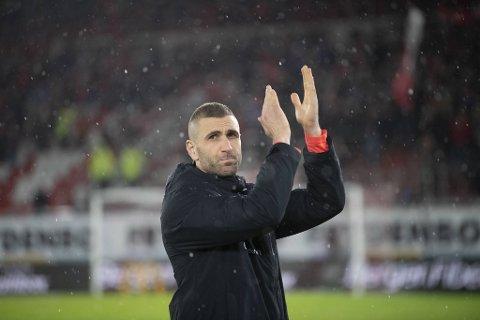 Azar Karadas var ønsket som hovedtrener i Øygarden FK, men har takket nei.