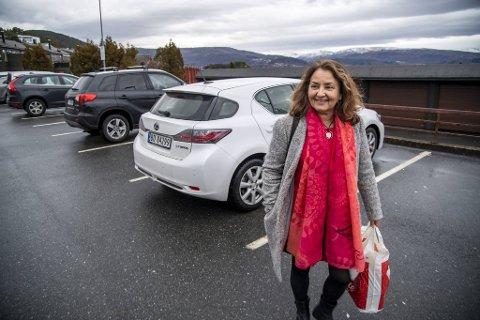 Beboere på 5153 Bønes betalere i snitt mest i bompenger per måned. Anne Karin Gustavsen bor i området. Hun vet ikke hvor mye familien hennes betaler i bompenger per måned.