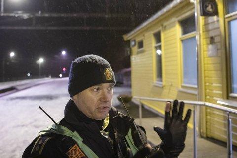– Vi ser brannen her på Dale togstasjon i sammenheng med leilighetsbrannen, sa politiets innsatsleder, Ole Marius Røttingen rett etter at den mistenkte var pågrepet.